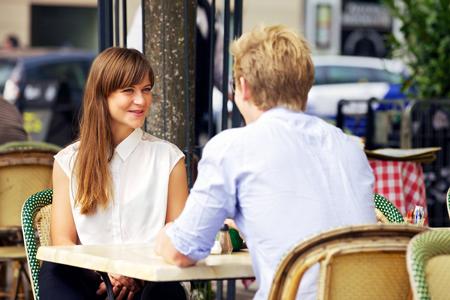 好きな人と向かい合って座る→イスに深く腰掛ける→バレンタイン成功率90%!!