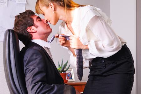 イマドキの恋愛は女が攻める! 男を落とす方法がわかる【女の武器占い】