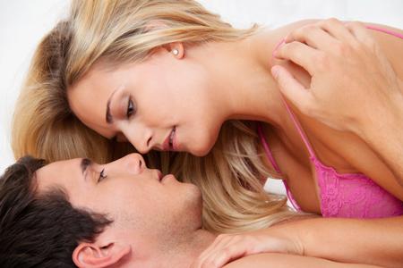 【セックス心理テスト】本能的に求めてしまうエッチの相手はどんな人?