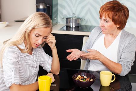 【NG風水】キッチンで包丁を出しっぱなしにしていると、姑との仲が悪くなる!