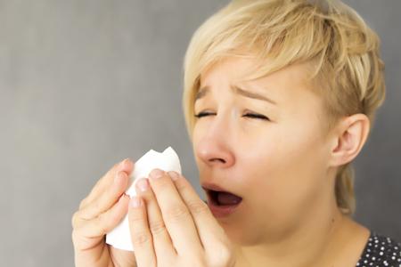 【花粉症診断】くしゃみで性格がわかる!「クシュ」っと小さくする人は内気で人見知り