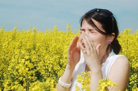 辛い花粉症を楽しく乗り切る! 開運メガネを選ぶコツ