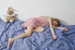 【心理テスト】朝起きる時間でわかる、終わった恋への未練がましさ