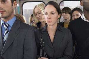 電車のドア付近に立つ人は転職が多い! 満員電車の立つ位置でわかる仕事との向き合い方