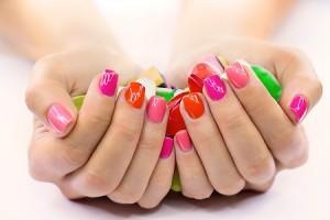 【爪占い】爪が小さい人はマイナス思考、丸爪はルーズ、爪の形でみる性格の弱点