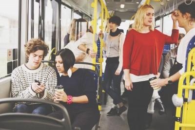 【心理テスト】バスの座席でわかる惹かれる男性