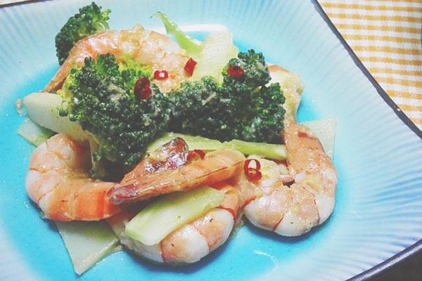 【ムーンダイエット】3/21~27上弦の月レシピは『海老とブロッコリーのピリ辛マヨネーズ炒め』!