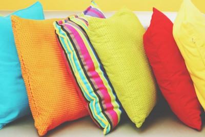 【カラー診断】7色のクッションから1色選ぶなら? 答えでわかる心の状態&オススメアロマ
