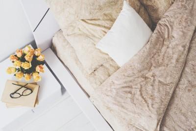 【お掃除風水】寝室は枕元をすっきり整頓、ローズの香りで恋愛運アップ!