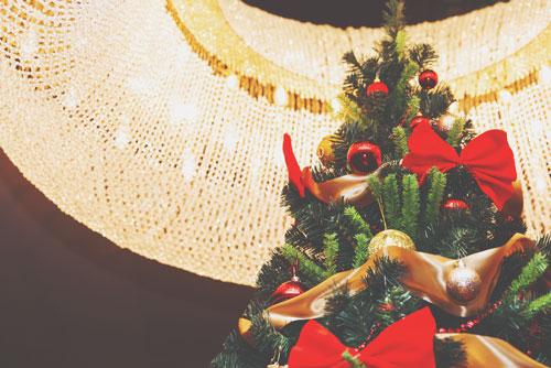 【12月の開運壁紙】恋愛運は「天使」、全体運は「クリスマスツリー」で運気アップ!