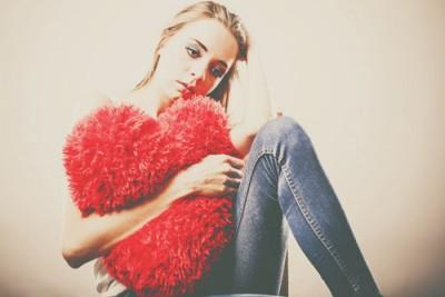 恋愛から遠のく「恋飢え女子」の特徴4つ