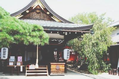 神社とお寺、お参りの作法の違いは? 初詣前に確認したい参拝マナー