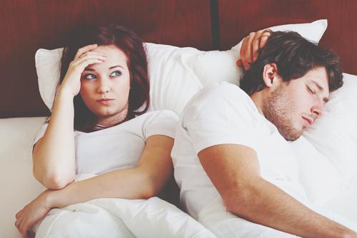【心理テスト】飲み会でイラッとするタイプは? 答えでわかるセックスのコンプレックス