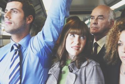 【心理テスト】満員電車でわかる未来の夫の男性像