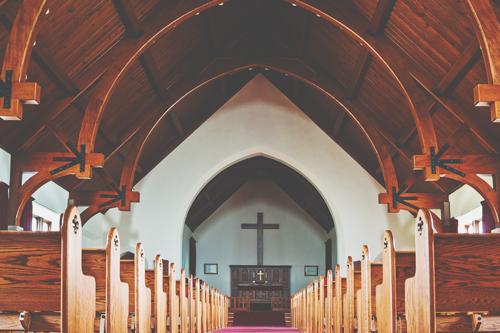 【6月の開運壁紙】恋愛運は「教会」、仕事運は「滝」の写真で運気アップ!