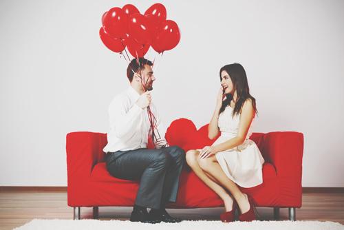 告白が無理なら友達を活用しよう! アプローチ下手な人のための遠隔恋愛行動心理術