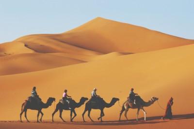 【心理テスト】砂漠で見つけたボトルは何色? 答えでわかるエネルギーチャージする方法