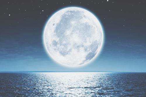 8月18日は水瓶座の月食満月 過去を手放して新しい未来へ進もう!