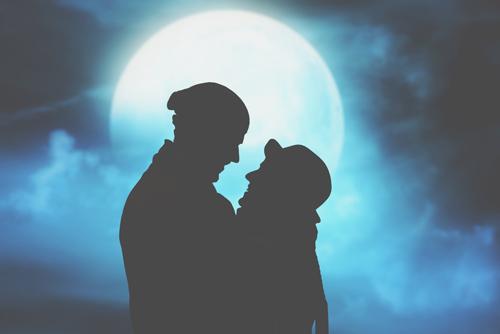 恋愛傾向がわかる【月占い】名月、寝待月、宵月……あなたの恋を月にたとえると?