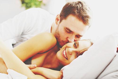 12星座【恋妻家男子】ランキング 蠍座男性は寝ている妻にキスしてときめく!