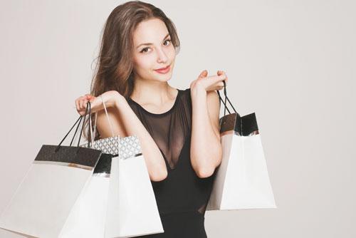 買い物依存度がわかる【心理テスト】川で遭難……どうやって脱出する?