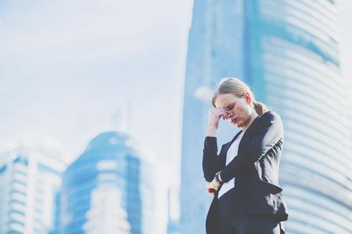 12星座【もしも突然、会社が倒産したら?】乙女座は自分のせいかも……と思い悩む