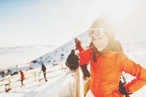 【2月の開運方位】ラッキー方位は「南」、スキー場に出かけて運気アップ!