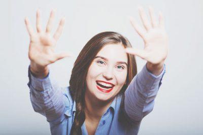 指の開き具合でわかるその人の性質 大きく開く人は天真爛漫!