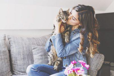 【心理テスト】猫との戯れ方でわかる男性への依存心
