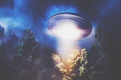【夢占い】UFO、宇宙人などオカルトの夢が暗示することとは?