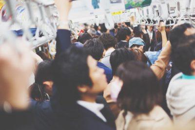 【心理テスト】満員の通勤電車での行動でわかる、ストレスとの付き合い方
