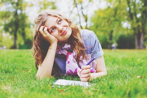 【心理テスト】小説を書くならラストをどうする? 答えでわかる、あなたを裏切る相手