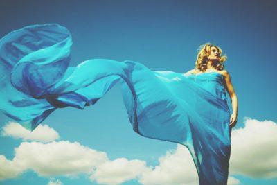 【夢占い】青が印象的な夢は願いがかなう予兆! 夢の中の「色」が意味すること