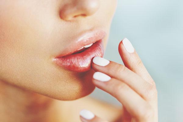 荒れた唇の対処でわかる三角関係に陥ったときの行動 グロスでごまかす人は身体で奪う!?