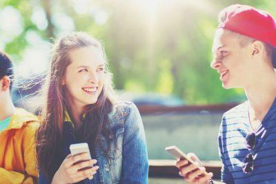好きな人に友達としか思ってもらえない。どうしたら恋に発展する?