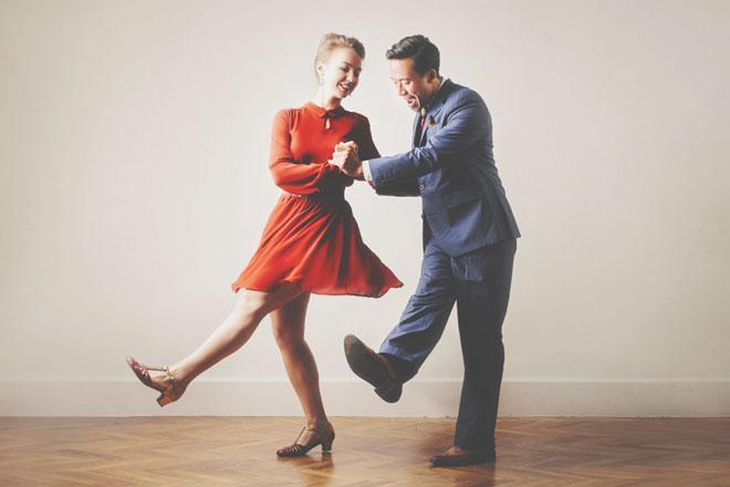【ダンス占い】あなたの恋の進め方を、ダンスのステップにたとえると?