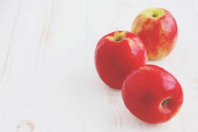 【10月の開運壁紙】恋愛運は「りんご」の写真で運気アップ!
