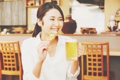 【12月の開運方位】ラッキー方位は「北東」、川辺の店で鶏料理を食べて運気を上げよう!