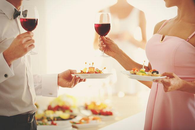 同窓会や結婚式であなたの身にも起こる? 同級生と再会し不倫関係に陥った女性の行く末