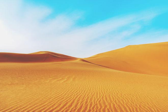 【8月の開運壁紙】恋愛運は「砂漠」、金運は「偉人」の画像で運気アップ!