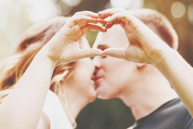 恋のお相手、相性がいいのは年下or年上どっち? 10の質問で診断!