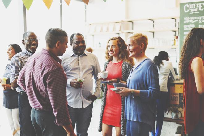 【心理テスト】パーティーで最初に話しかける相手でわかる、あなたの消費傾向