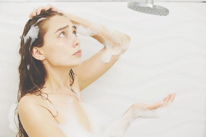 【夢占い】シャワーが出ない夢はトラブルの暗示! シャワーの夢が暗示すること