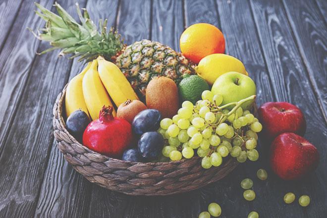 リンゴの皮で将来のパートナーがわかる! 果物を使った占い&おまじない6つ