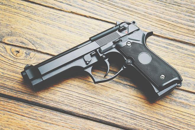 【夢占い】銃で撃たれる夢は欲求不満のサイン! 銃・鉄砲の夢が暗示すること